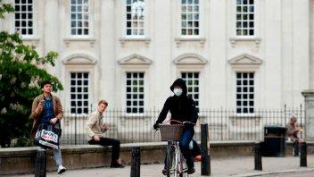 Reino Unido analiza infectar con covid-19 a voluntarios para probar vacunas
