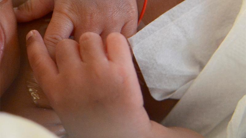 Coronavirus: un bebé de dos días murió en Sudáfrica