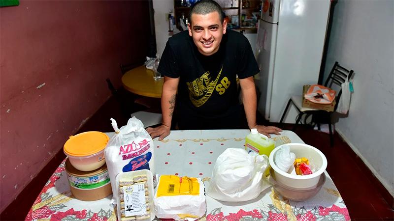 Con lo que cobró por el IFE inició su propia panadería.