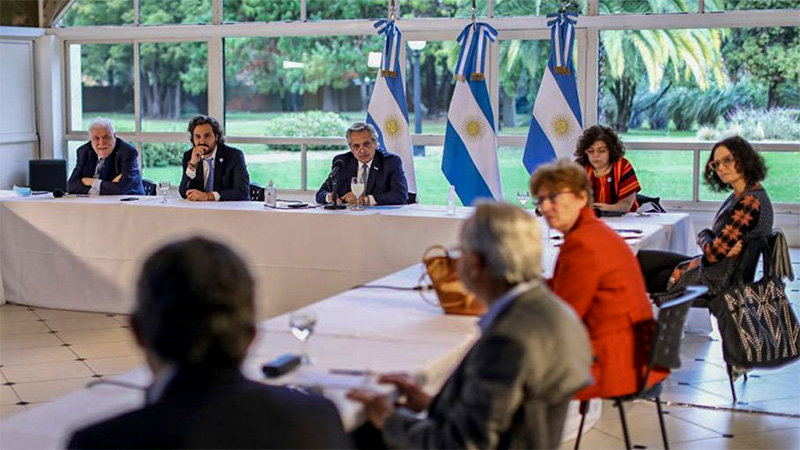 Fernández analizó junto al Comité de Expertos la próxima fase de cuarentena