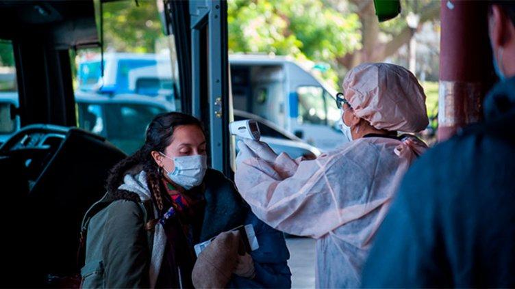 Controlan y toman la temperatura a personas que ingresan Paraná