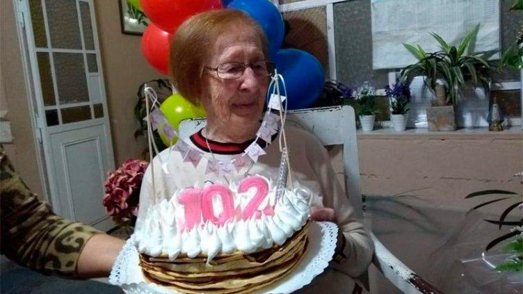 Cumplió 102 años y los festejos fueron a través de Zoom