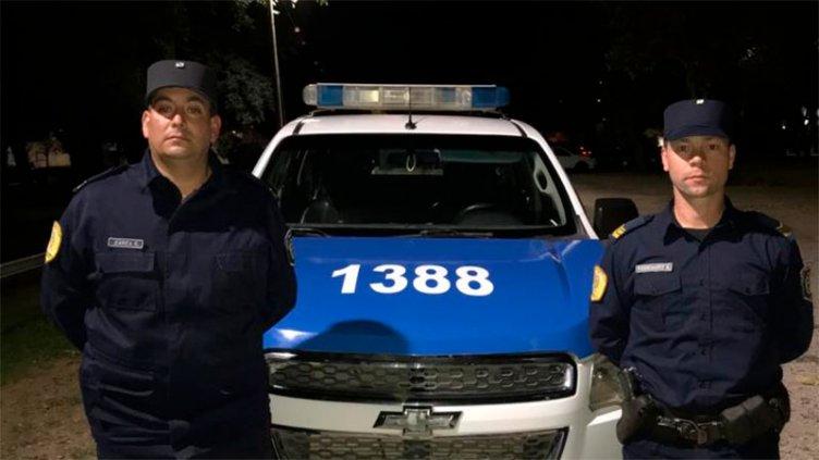 Dos policías salvaron la vida de una beba al practicarle RCP