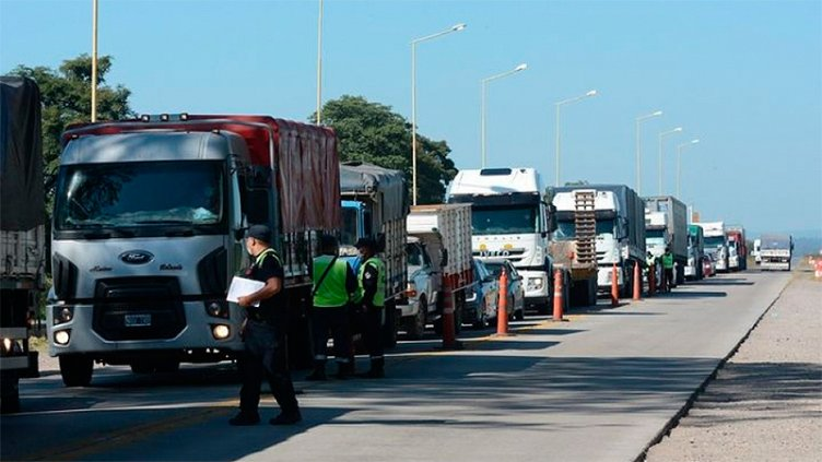 Camionero con covid 19: Chequearán con quiénes tuvo contacto en Entre Ríos