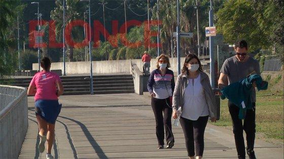 Paranaenses disfrutan de la práctica de actividades deportivas en la costanera