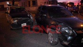 Dos autos chocaron y un remisero fue hospitalizado