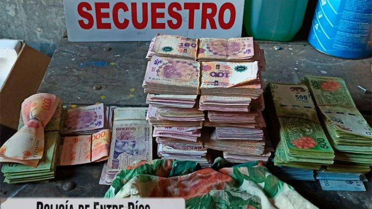 Más de un millón de pesos y dólares incautados: Seis personas involucradas