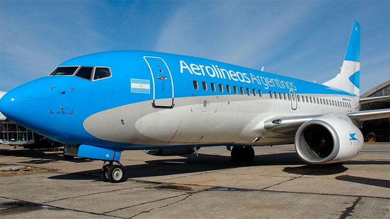 Aerolíneas Argentinas suspende 8 mil empleados