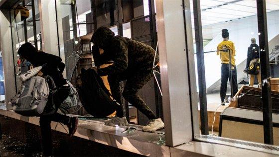 Crece la tensión en EEUU: Fuerte saqueos en la Quinta Avenida de Nueva York