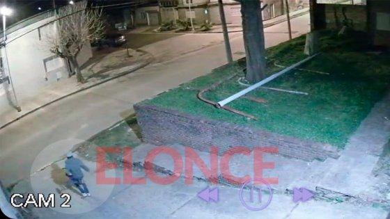 Video: Entraron a robar 10 veces y en la última se llevaron el triciclo del nene