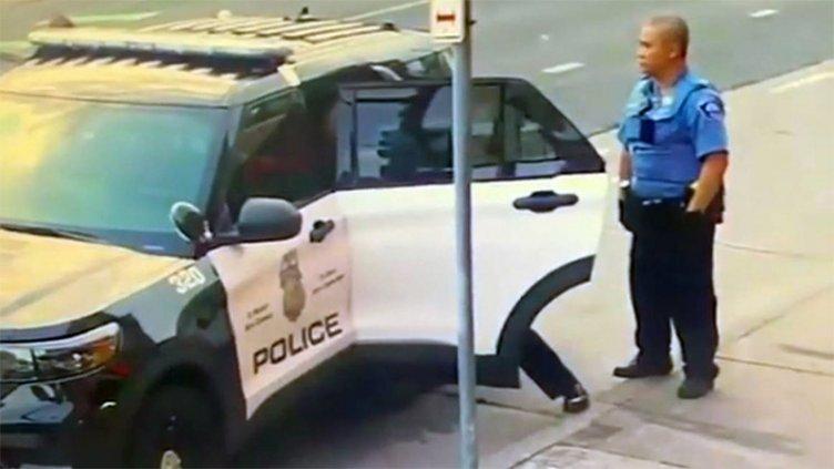 Estados Unidos: Se difundieron nuevas imágenes de la detención de George Floyd
