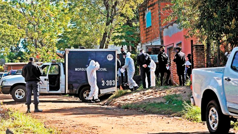 Mataron una mujer policía embarazada: Su hijo de 6 años presenció el ataque.