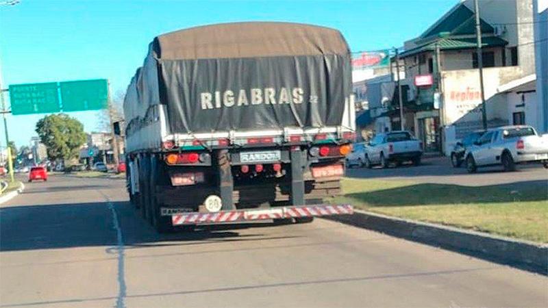 Unos 600 camiones brasileños cruzan por día la frontera en Corrientes