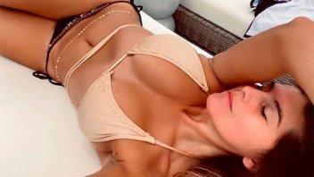 Loly Antoniale publicó una foto en bikini y la acompañó con un símbolo especial