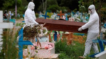 Tras cinco días, el número de muertes por coronavirus en Brasil volvió a subir