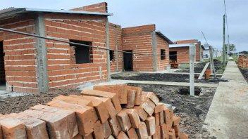 Reanudaron la construcción de viviendas en dos localidades entrerrianas