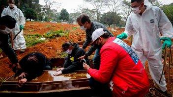 Brasil reportó 2693 muertes por covid, la cifra más alta desde mayo