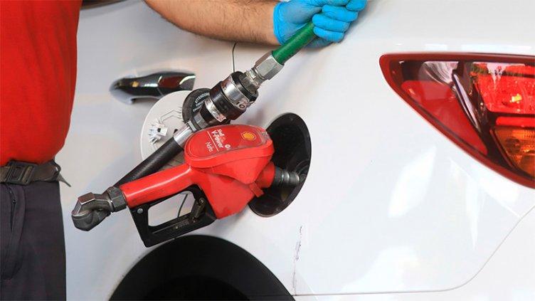 El Gobierno postergó un nuevo aumento en el impuesto a los combustibles