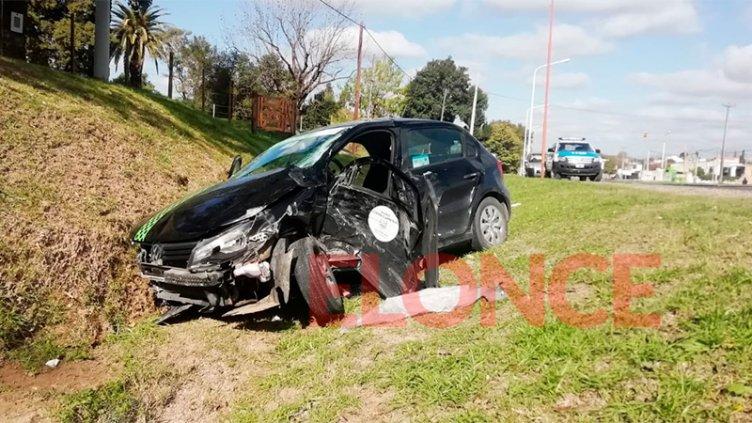 Tremendo choque entre un auto y una camioneta dejó dos heridos como saldo
