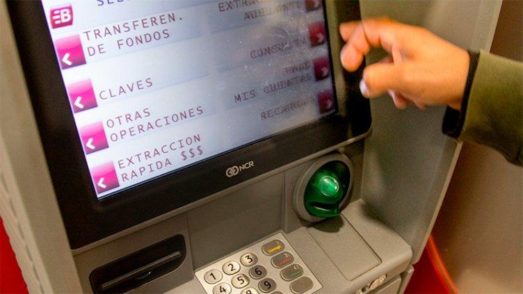 El Banco Central recordó que todas las operaciones en los cajeros son sin costo