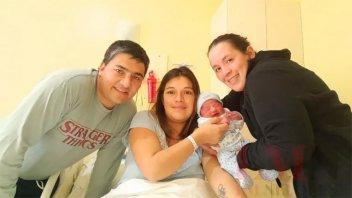 Llevó en el vientre al hijo de su hermana y su cuñado para que puedan ser padres