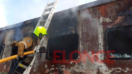 Sofocaron nuevo incendio en cuatro vagones abandonados del ferrocarril en Paraná