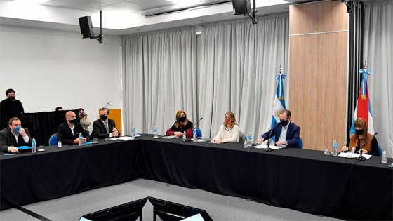 Paraná, Colonia Avellaneda, Oro Verde y San Benito extienden restricciones