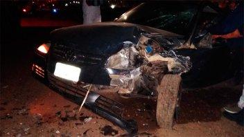Auto chocó camión estacionado: Conductor tenía