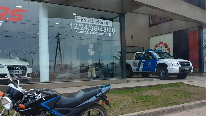 Múltiples allanamientos a empresario: Incautan 60.000 dólares y 700.000 pesos