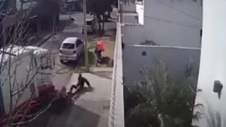 Video: Soderos atropellaron a delincuentes cuando asaltaban a una mujer
