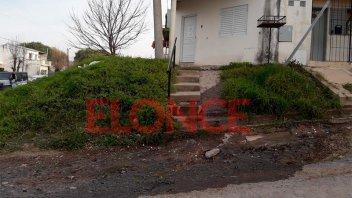 Vecinos reclaman por cloacas rebalsadas y piden