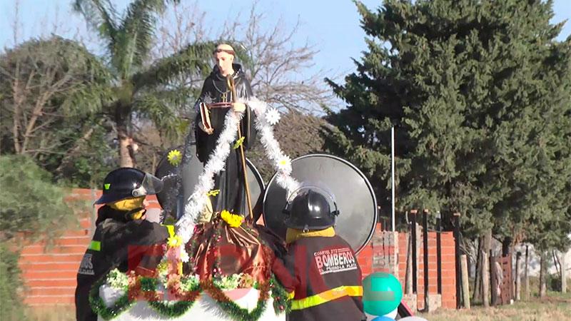 Con una caravana de autos, la comunidad de San Benito honró a su patrono - Sociedad - Elonce.com