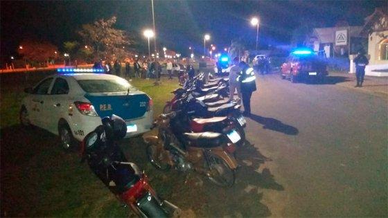Clausuraron fiesta clandestina: había unas 50 personas, varias se fugaron