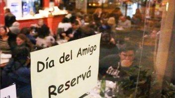 Gastronómicos de Rosario proponen que el día del amigo se celebre en septiembre