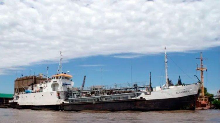 Barco en el río Paraná con casos de Covid-19: Afirman que dos son entrerrianos