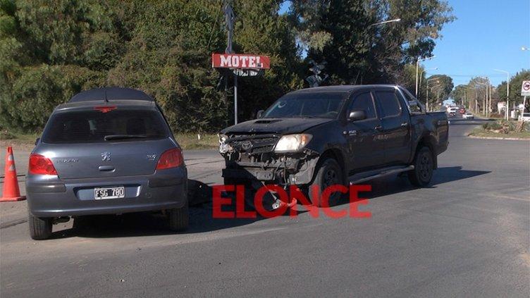 Fotos: Conductor se encandiló por el sol y chocó un auto en avenida Blas Parera