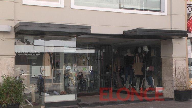 Comercio de ropa cierra tras el resultado positivo de coronavirus en un empleado