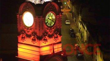 La Municipalidad de Paraná se iluminó de naranja para concientizar sobre el TDAH
