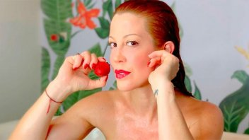 Miriam Lanzoni hizo estallar el termómetro con sus fotos en el baño