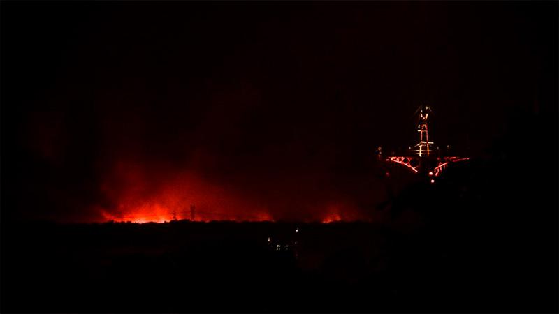 El semáforo fluvial y los incendios en islas sobre la costa santafesina.-