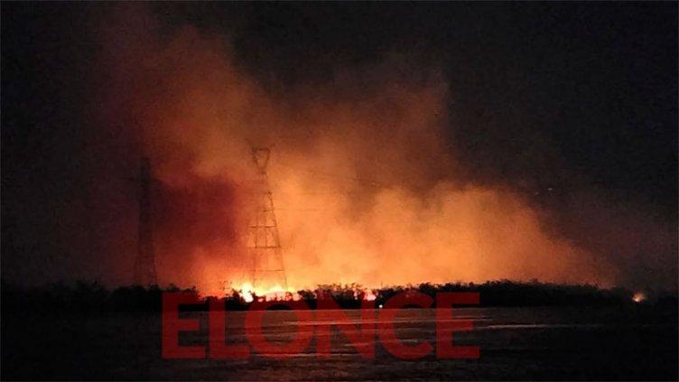 Fotos: Así se ven desde Paraná los incendios en la zona de islas de Santa Fe