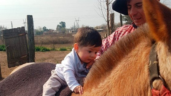 Trevissan, el jinete que estuvo al borde de la muerte, ahora disfruta de su hijo