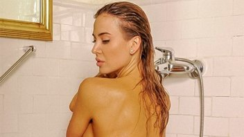 Al filo de la censura: Jésica Cirio posó totalmente desnuda en la bañera