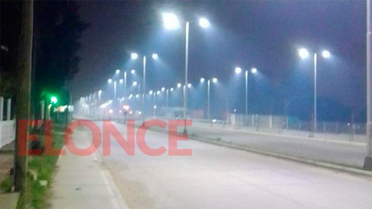 Llega un débil frente frío: Esperan que el viento sur se lleve el humo de Paraná