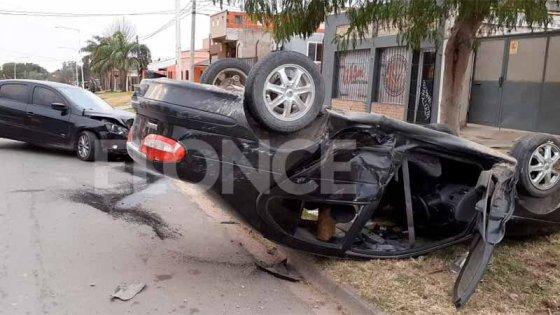 Fotos: Conductor volcó su auto y adujo que fue