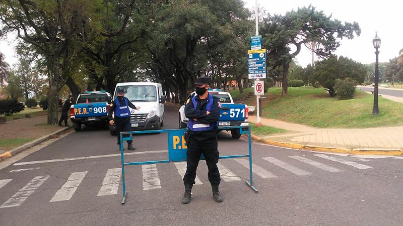 Restringen la circulación de motos y autos en parques y paseos de Paraná