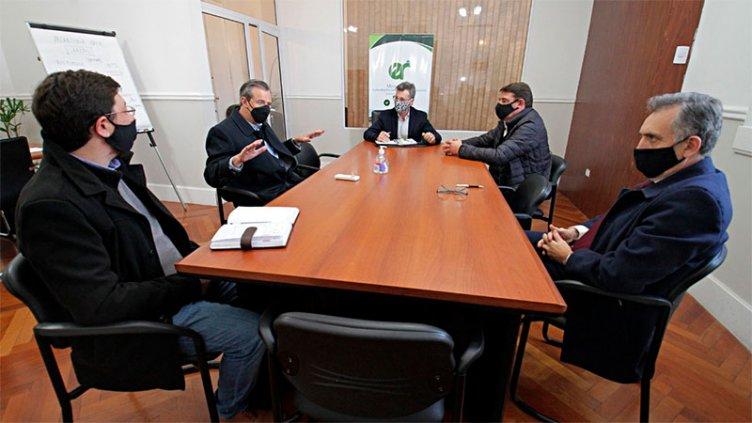 Colectivos: Bahl pidió que los subsidios sean destinados al pago de sueldos
