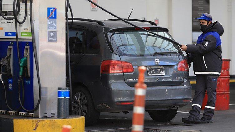 Postergaron por dos semanas la actualización de impuestos a los combustibles