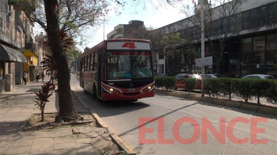 Colectivos urbanos: Continúa el paro, los usuarios siguen sin servicio