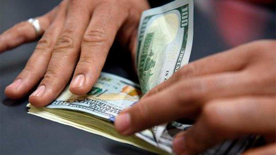 El dólar blue baja 10 pesos y cotiza en 180 para la venta